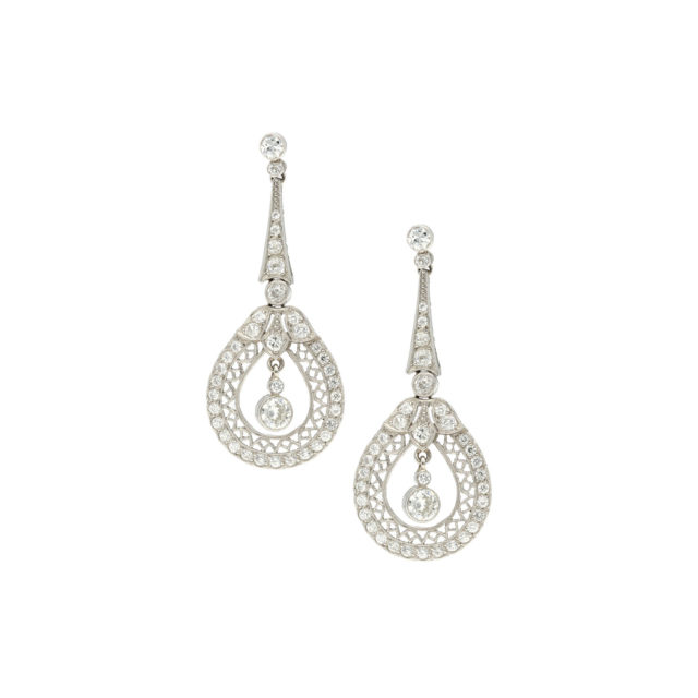 E-072-1-Paulinesjewellerybox-Diamonds-earrings