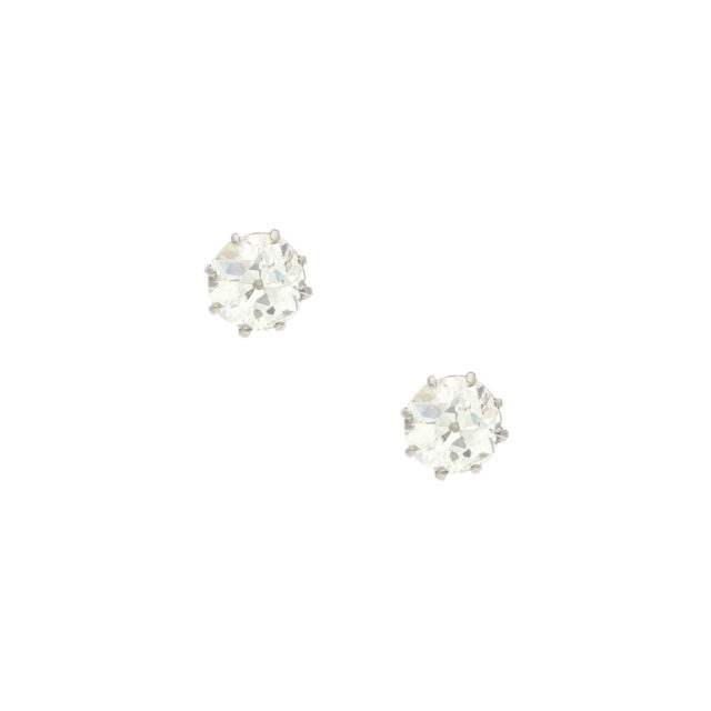 E-148-1-Paulinesjewellerybox-Diamonds-studs