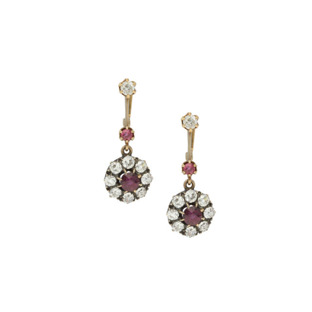 E-182-Paulinesjewellerybox-diamonds-earrings