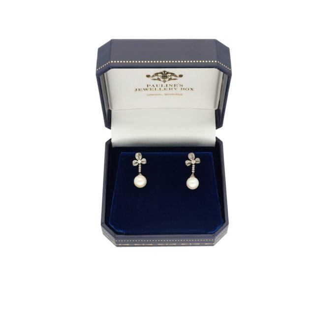 E-218_Paulinesjewellerybox_Pearl+Dia-Earrings_2