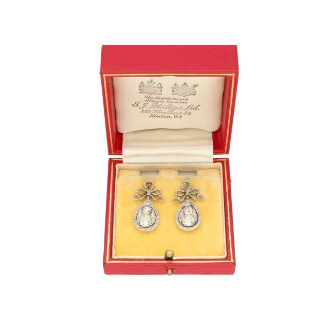 E-345_PaulinesJewelleryBox_Earrings_1