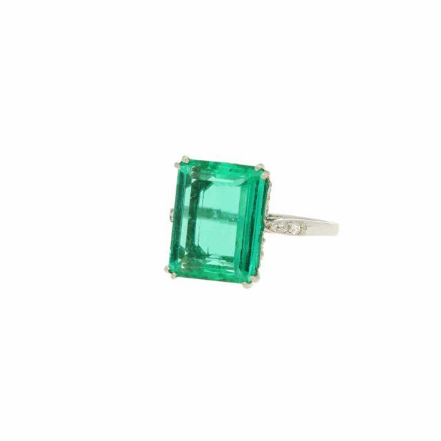 R-749_Paulinesjewellerybox_Emerald&Diamond-Ring_5