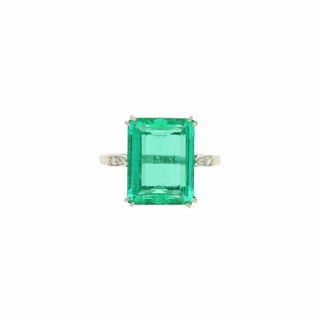 R-749_Paulinesjewellerybox_Emerald&Diamond-Ring_6