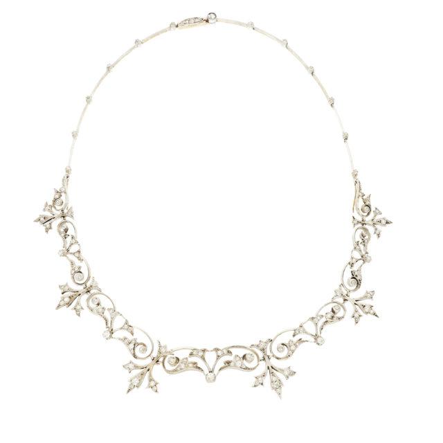 S-025_Paulinesjewellerybox_Tiara:Necklace_2